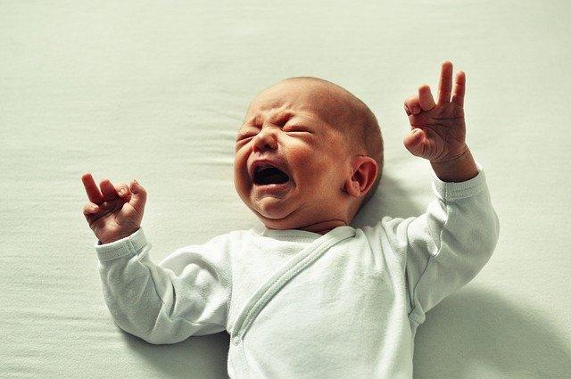 bébé qui pleure beaucoup
