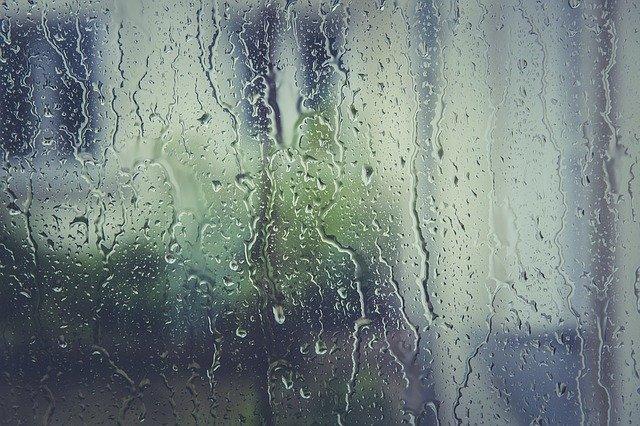de l'humidité sur une vitre